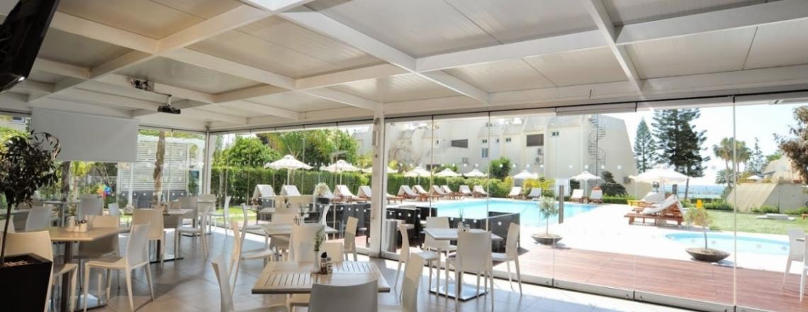 Ресторан в отеле Frixos Suites Hotel в Ларнаке
